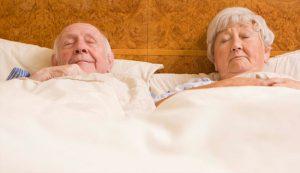 Lý do mà người già không nên… dậy sớm